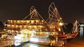 Water Puppet Show & Dinner on Cruise Tour by Motorbike