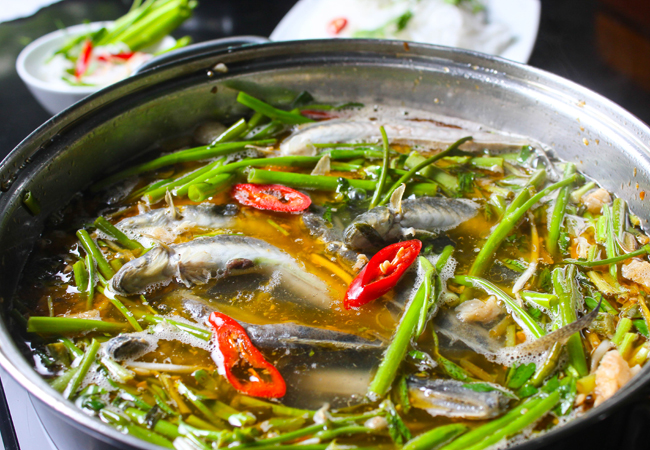 15. Hot pot with elongatus (Lẩu cá kèo)