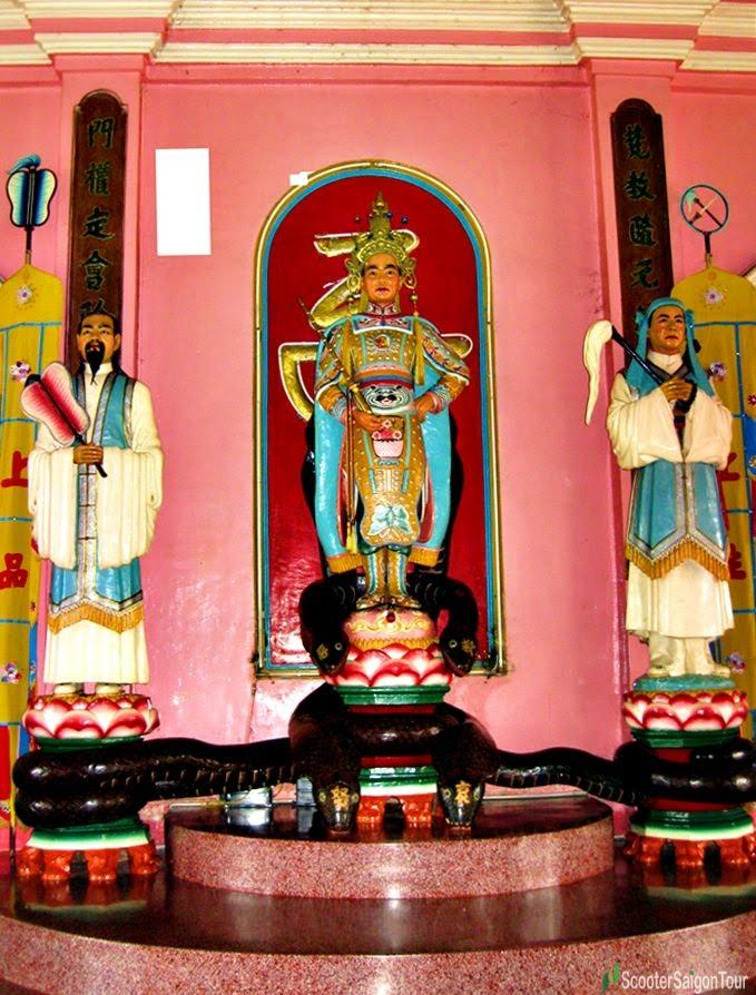 3 statues in Tay Ninh Cao Dai temple