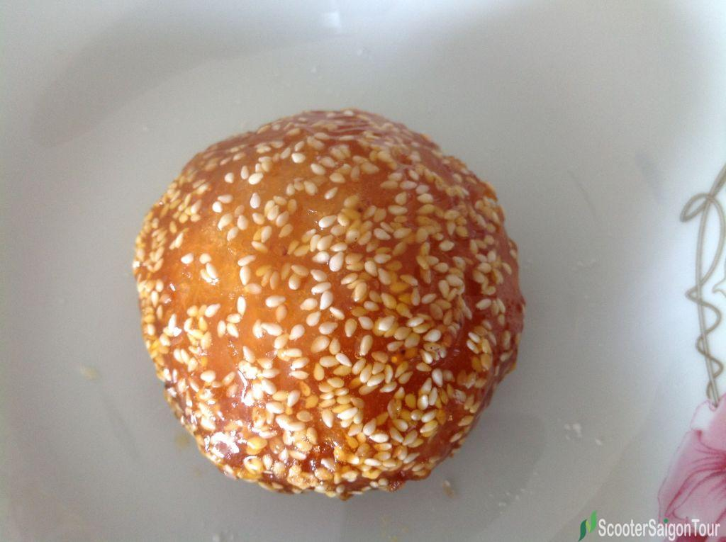 Vietnamese Deep Fried Glutinous Rice Sesame Balls Filled With Sweetened Mung Bean Paste