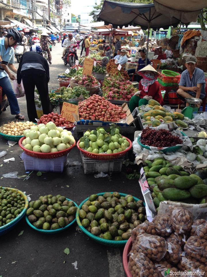 trang tu fruit market in saigon