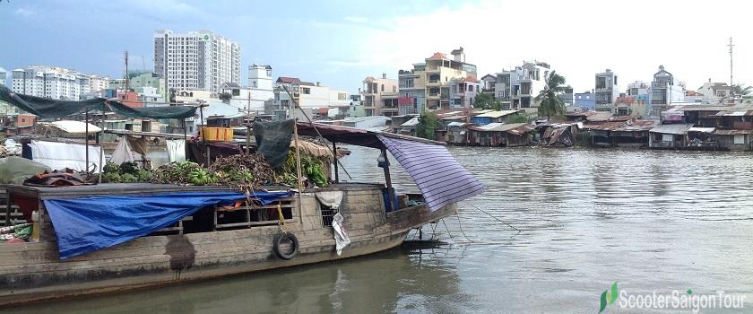 floating market in district 8 - saigon contrast tour by motorbike - photo by tracy do