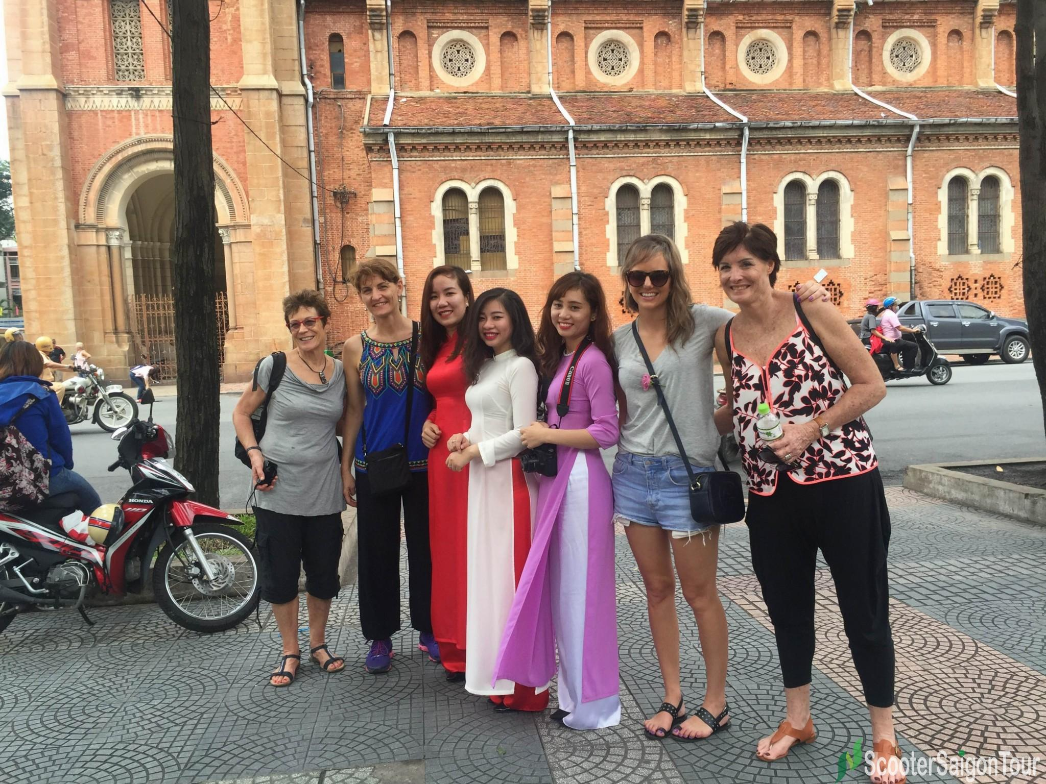 visiting-notre-dame-cathedral-on-saigon-sightseeing-tour-and-street-foods