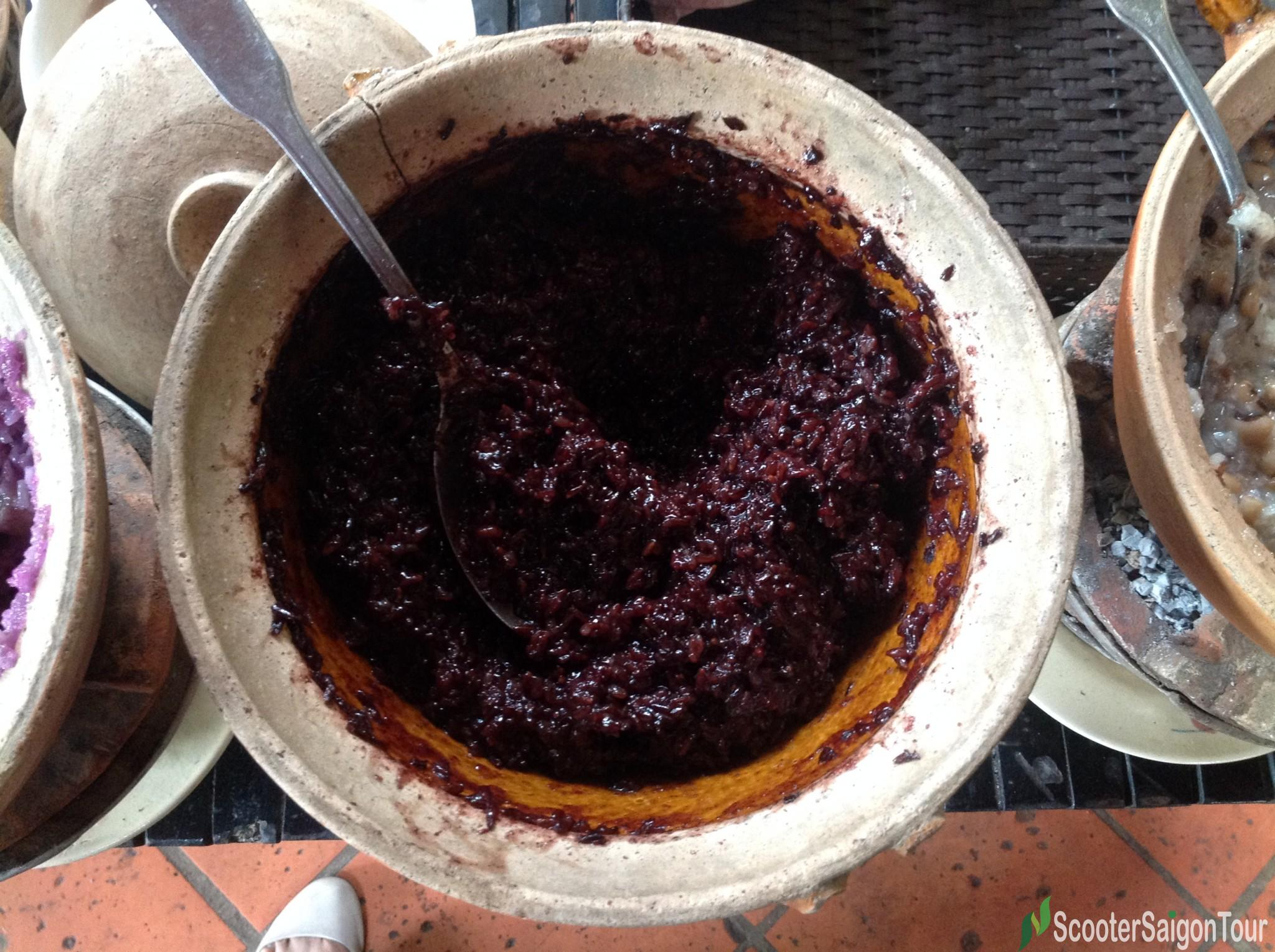 vietnamese-sweet-soup-with-black-glutinous-rice-or-che-nep-than