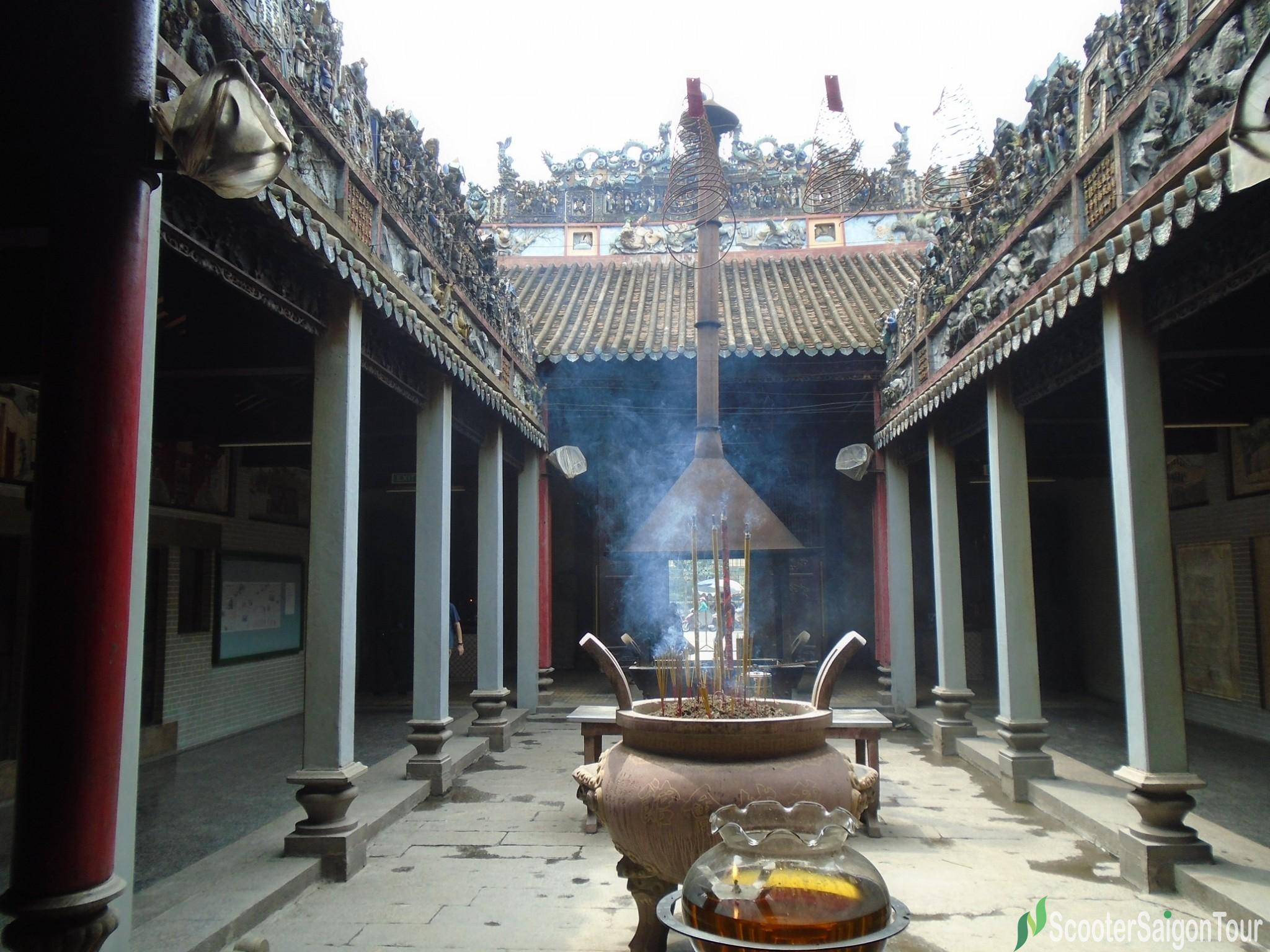 space in the middle of Thien Hau Temple tracy