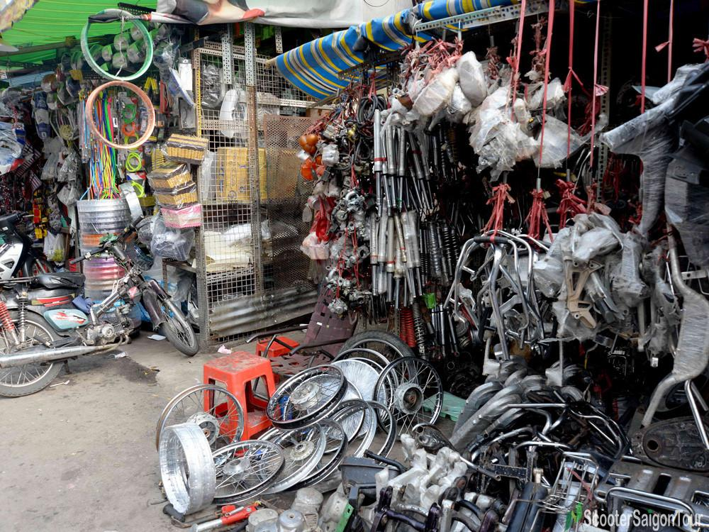 tan thanh motorbike accessories market in saigon - Saigon hidden markets
