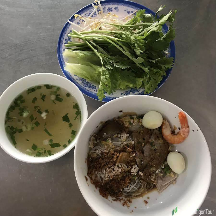 Dry Clear Rice Noodle With The Broth Is Served In Another Bowl