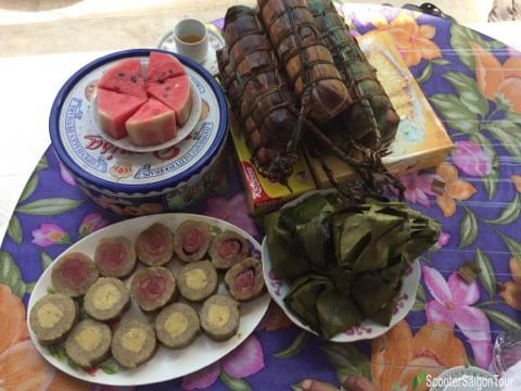 Vietnamese Cylindrical Sticky Rice Cake Or Banh Tet 3