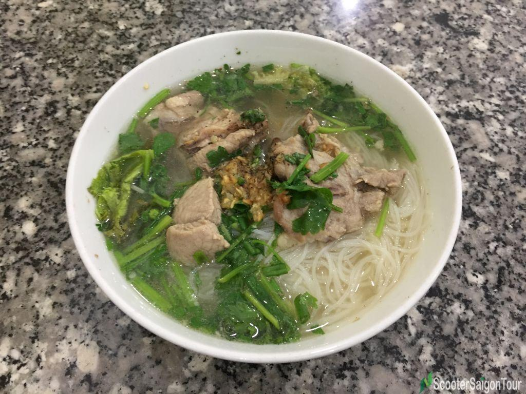 Clear Rice Noodle Soup With Pork (2)