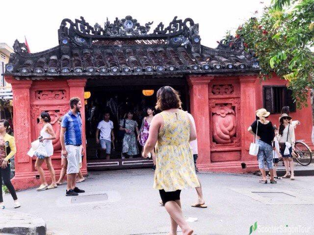 Visiting Old Houses In Hoi An