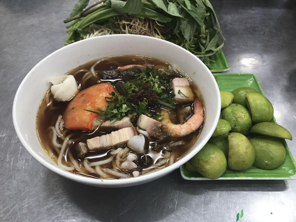 Rice noodle soup with fermented fish paste for Rice noodle fish