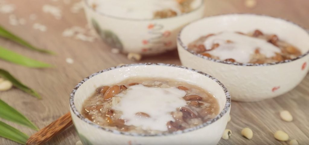 Vietnamese sticky rice pudding with black-eyed pea ...